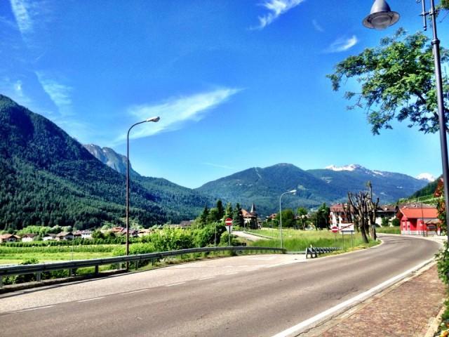 Włoskie góry przywitały Marka słońcem - nic tylko wsiadać na rower i się ścigać.